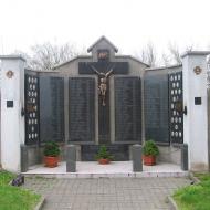 borucin-kosciol-pomnik-poleglych-1