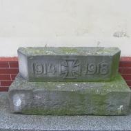 bukowek-kosciol-poewangelicki-resztka-pomnika-poleglych