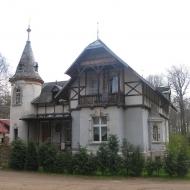 chwalimierz-palac-domek-ogrodnika-1