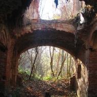 kamionna-ruiny-palacu-wnetrze