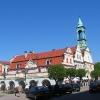 kluczbork-rynek-ratusz-i-domki-kramarskie-2