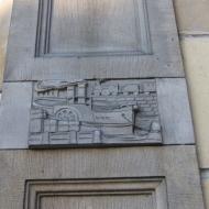 leszno-ul-skarbowa-budynek-emblemat-1.jpg
