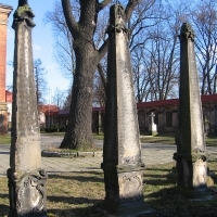 leszno-kosciol-sw-krzyza-lapidarium-5.jpg