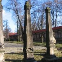 leszno-kosciol-sw-krzyza-lapidarium-6.jpg