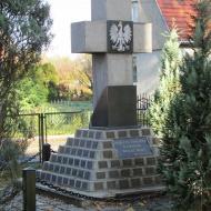 lozina-kosciol-mb-bolesnej-pomnik-2