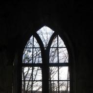 maslow-ruiny-kaplicy-cmentarnej-okno-2