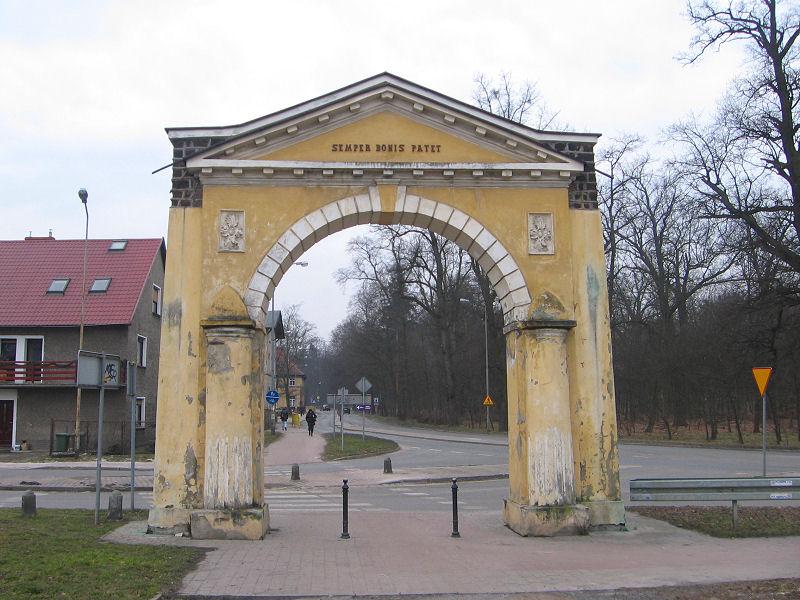 milicz-brama-wjazdowa-1.jpg