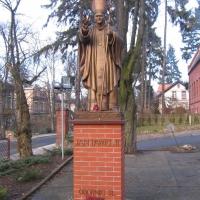 oborniki-slaskie-pomnik-papieza.jpg
