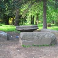 pszczyna-park-zamkowy-herbaciarnia-kamienne-stoly