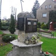 pogrzebien-kosciol-pomnik