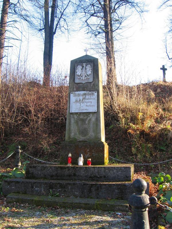 radochow-pomnik-poleglych.jpg