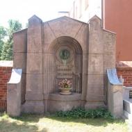 raszkow-kosciol-grobowiec-1