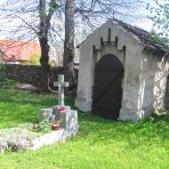 stary-wiazow-kosciol-nagrobek-i-kapliczka