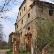 sulislawice-ruiny-palacu-folwark-2