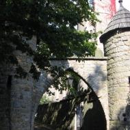 szczytna-zamek-brama.jpg