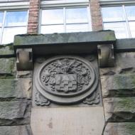 szczytna-zamek-kaplica-herb.jpg