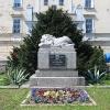 wiazow-rynek-pomnik-750-lat-wiazowa