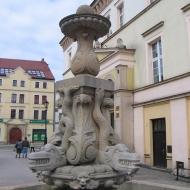 zlotoryja-rynek-fontanna-delfina-1.jpg