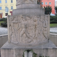 zlotoryja-rynek-fontanna-gornikow-3.jpg