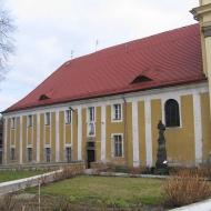 zlotoryja-kosciol-sw-jadwigi-klasztor-franciszkanow.jpg