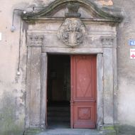 bierutow-zamek-portal
