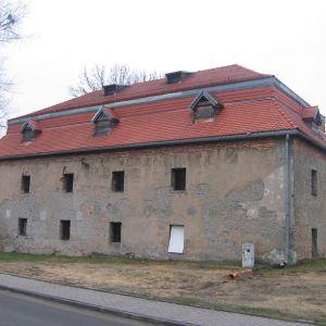 chudow-zamek-spichlerz