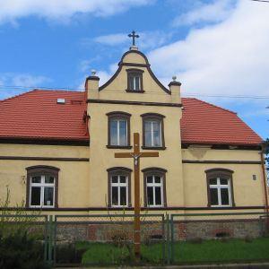 myslakow-kosciol-plebania