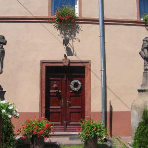 budzow-gorny-dom-rzezby