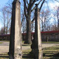 leszno-kosciol-sw-krzyza-lapidarium-3.jpg