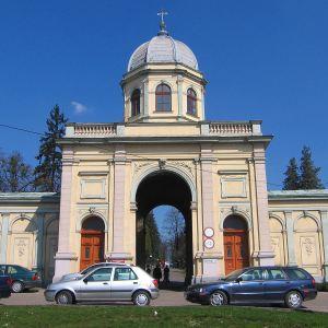 cieszyn-cmentarz-komunalny-brama-2