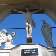 kuniow-kosciol-pomnik-poleglych-2
