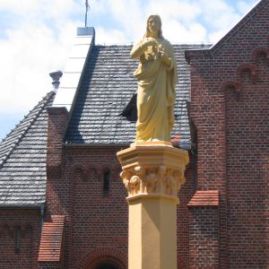 opatow-kosciol-figura