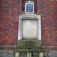 biernatki-kosciol-pomnik