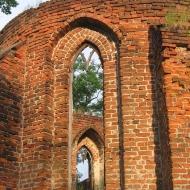 bierutow-kosciol-sw-trojcy-okno