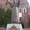 bierutow-kosciol-sw-katarzyny-pomnik-jana-pawla-ii