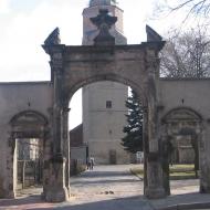 bierutow-zamek-brama