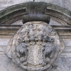 bierutow-zamek-portal-herb
