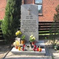 biskupice-kosciol-sw-jadwigi-pomnik-poleglych