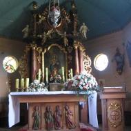 biskupice-kosciol-sw-jadwigi-wnetrze-oltarz-glowny-2