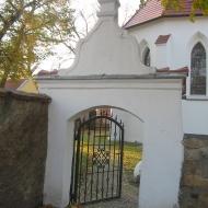 bogdaszowice-kosciol-brama