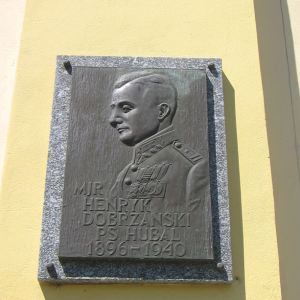 budzow-palac-tablica