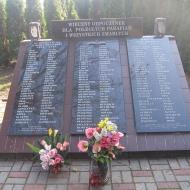 chroscina-kosciol-pomnik-poleglych