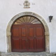 dziegielow-zamek-czelow-portal