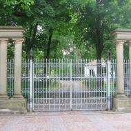 gorzno-palac-brama