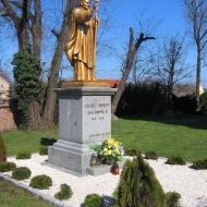 kielczow-kosciol-pomnik-jana-pawla-ii