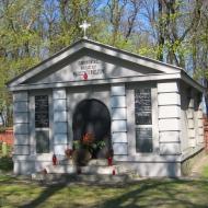 koscian-cmentarz-mauzoleum-2