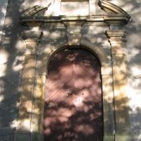 krzyzowa-kaplica-portal.jpg