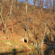 ladek-zdroj-ul-wiejska-jaskinia-przy-rzece.jpg