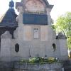 laskowice-kosciol-drewniany-pomnik-poleglych-1