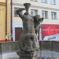 legnica-rynek-fontanna-syreny.jpg